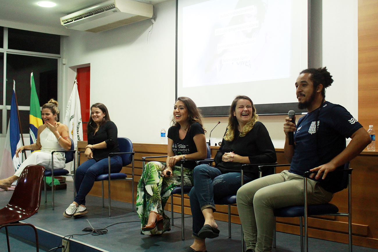 Na sequência: Lo Motta, Pâmela Vieira, Giovanna Mel, Gabriela Maffei e Jota!